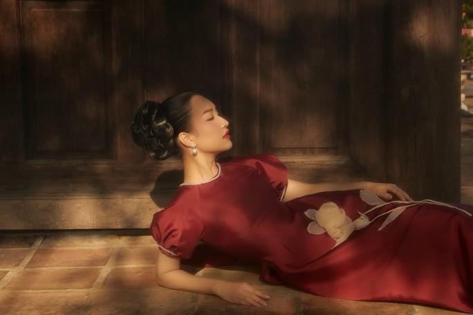 """""""Nàng thơ xứ Huế"""" Ngọc Trân đốn tim người hâm mộ với vẻ đẹp dịu dàng - Ảnh 10."""