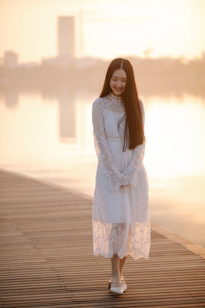 """""""Nàng thơ xứ Huế"""" Ngọc Trân đốn tim người hâm mộ với vẻ đẹp dịu dàng - Ảnh 7."""