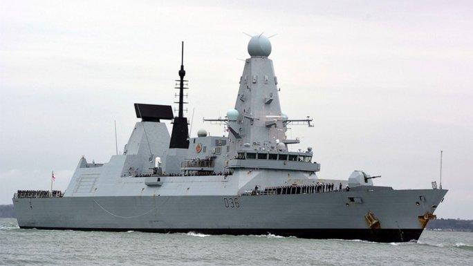 Nga cảnh báo sẵn sàng ném bom tàu chiến xâm nhập lãnh hải - Ảnh 2.