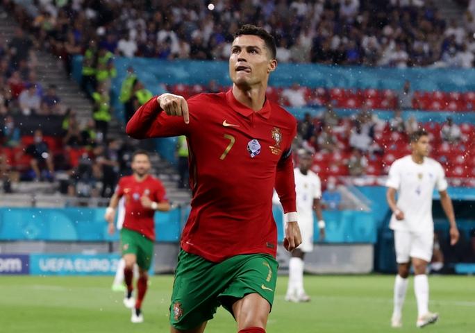 Ronaldo lập 3 kỷ lục giúp Bồ Đào Nha vào vòng 1/8 Euro 2020 chạm trán tuyển Bỉ - Ảnh 10.