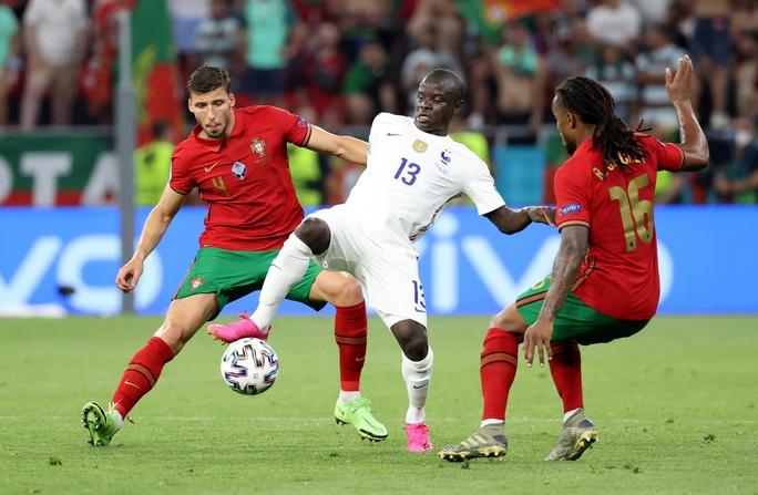 Ronaldo lập 3 kỷ lục giúp Bồ Đào Nha vào vòng 1/8 Euro 2020 chạm trán tuyển Bỉ - Ảnh 2.