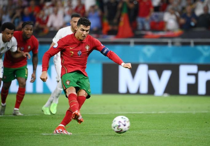 Ronaldo lập 3 kỷ lục giúp Bồ Đào Nha vào vòng 1/8 Euro 2020 chạm trán tuyển Bỉ - Ảnh 8.