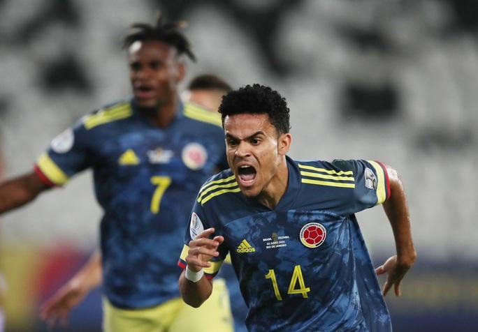 Ngược dòng nghẹt thở hạ Colombia, Brazil giành vé tứ kết Copa America - Ảnh 2.