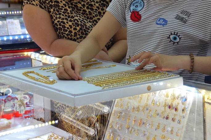 Giá vàng hôm nay của thế giới có thời điểm giảm mạnh