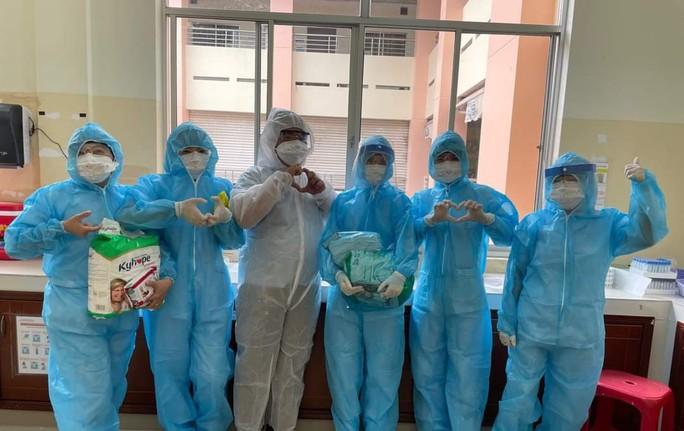 Bên trong bệnh viện bị phong tỏa: Nỗ lực cứu 14 bệnh nhân Covid-19 nguy kịch - Ảnh 4.