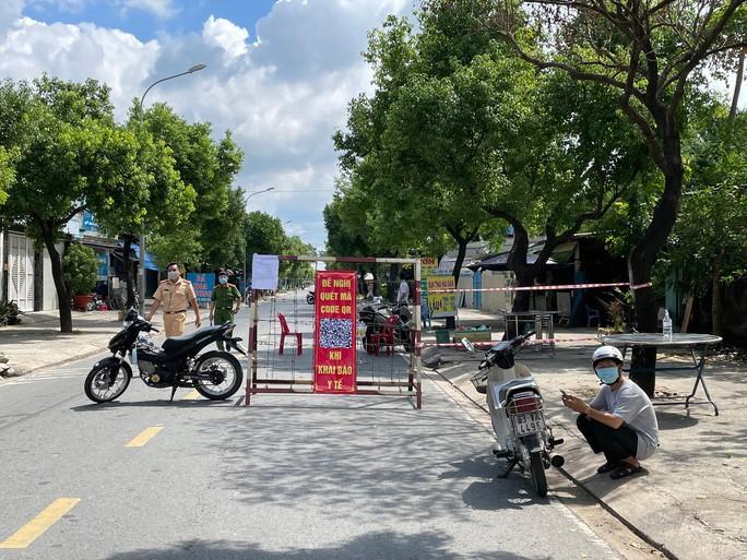 TP HCM phong tỏa thêm nhiều khu vực ở huyện Hóc Môn - Ảnh 1.