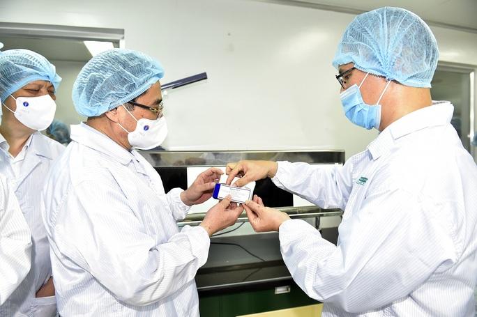 Thủ tướng: Chậm nhất tháng 6-2022, phải có vắc-xin ngừa Covid-19 sản xuất trong nước - Ảnh 1.