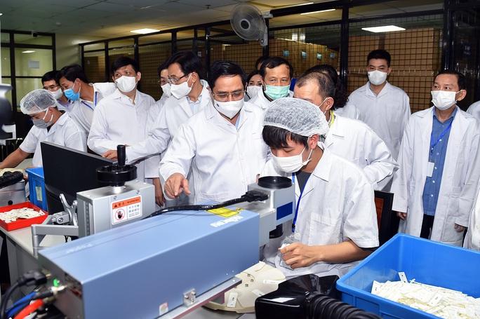 Thủ tướng: Chậm nhất tháng 6-2022, phải có vắc-xin ngừa Covid-19 sản xuất trong nước - Ảnh 3.