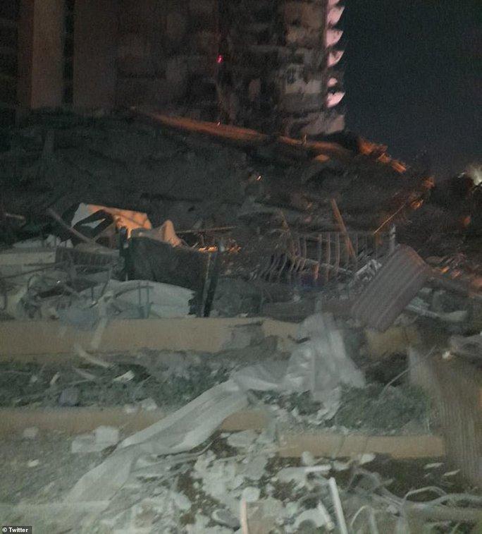 Mỹ: Tòa nhà 12 tầng bất ngờ đổ sập lúc rạng sáng - Ảnh 5.