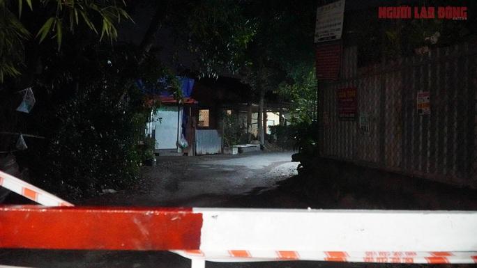 Cận cảnh nội bất xuất, ngoại bất nhập ở 6 địa điểm tại Hóc Môn đêm 25-6 - Ảnh 9.