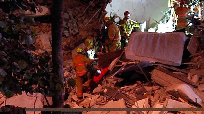 Bí ẩn đằng sau vụ sập toà nhà 12 tầng ở Mỹ - Ảnh 1.