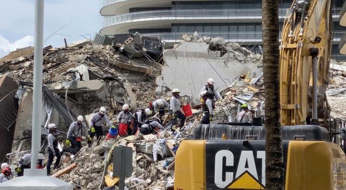 Bí ẩn đằng sau vụ sập toà nhà 12 tầng ở Mỹ - Ảnh 2.