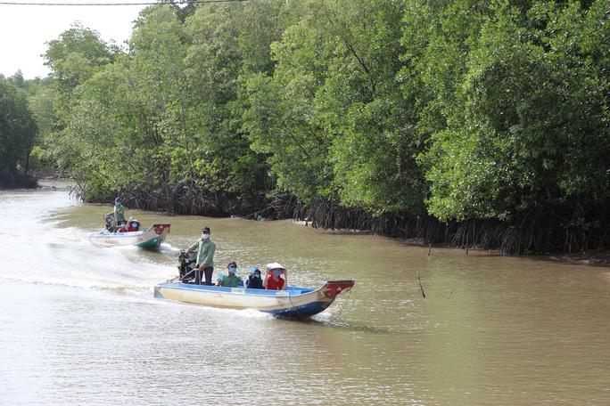 Trải nghiệm thú vị ở rừng ngập mặn lớn nhất Việt Nam - Ảnh 3.