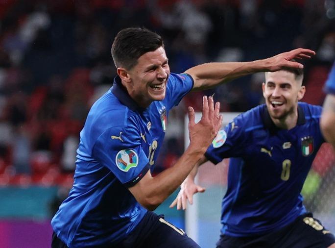Tuyển Ý vào tứ kết Euro 2020 nhờ hai siêu phẩm bàn thắng - Ảnh 9.