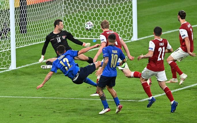 Tuyển Ý vào tứ kết Euro 2020 nhờ hai siêu phẩm bàn thắng - Ảnh 8.