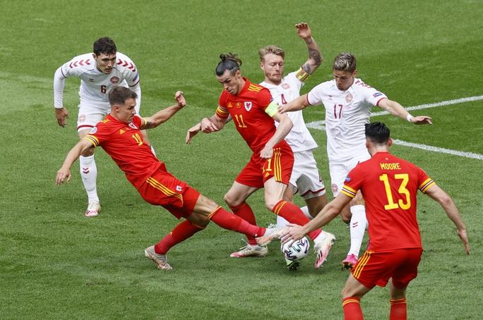 Người hùng Kasper Dolberg lập cú đúp, Đan Mạch tưng bừng giành vé tứ kết - Ảnh 1.