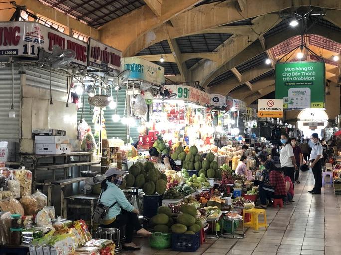 TP HCM nghiên cứu phát phiếu đi chợ cho người dân - Ảnh 1.