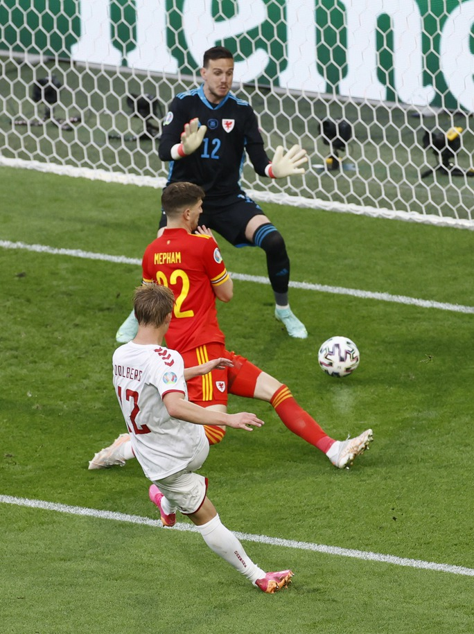 Người hùng Kasper Dolberg lập cú đúp, Đan Mạch tưng bừng giành vé tứ kết - Ảnh 4.