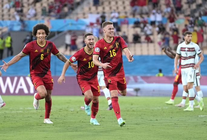Siêu phẩm Hazard biến Bồ Đào Nha thành cựu vô địch, Bỉ vào tứ kết - Ảnh 5.