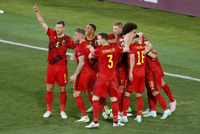 Siêu phẩm Hazard biến Bồ Đào Nha thành cựu vô địch, Bỉ vào tứ kết - Ảnh 8.