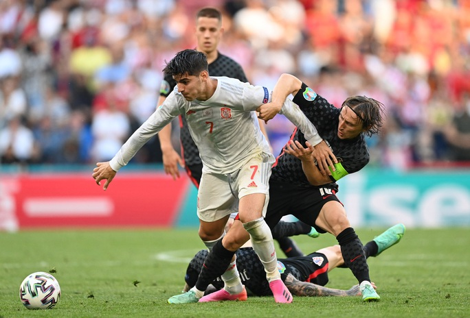 Rượt đuổi tỉ số kịch tính, Tây Ban Nha ngược dòng thắng ngoạn mục Croatia - Ảnh 2.