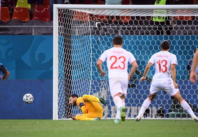 Mbappe sút hỏng luân lưu, Pháp ngậm ngùi chia tay Euro - Ảnh 2.