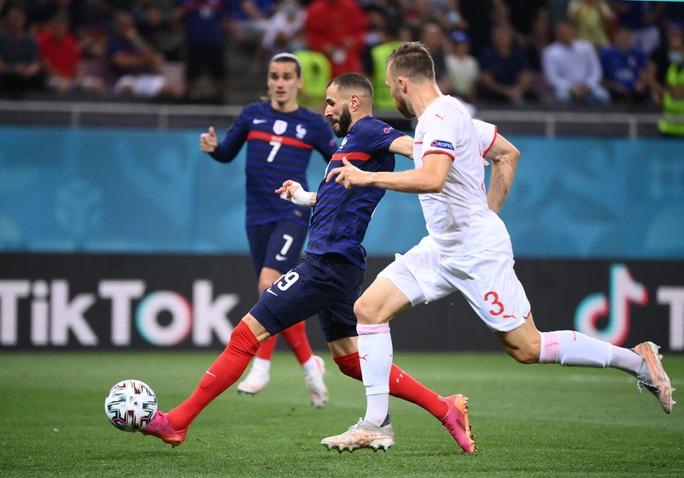 Mbappe sút hỏng luân lưu, Pháp ngậm ngùi chia tay Euro - Ảnh 3.