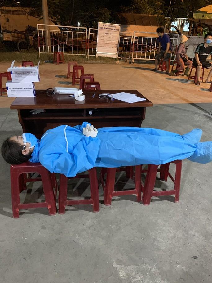 Đà Nẵng xét nghiệm xuyên đêm hơn 1.000 người, liên quan 5 ca nhiễm ở Quảng Ngãi - Ảnh 2.