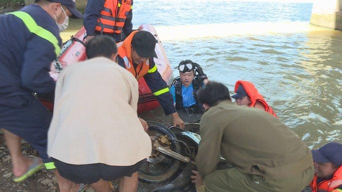 Bắt giữ nhóm siêu trộm hơn 50 vụ, ném xe máy xuống sông để phi tang - Ảnh 3.