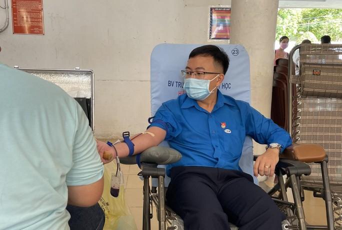Lượng máu dự trữ thấp báo động, TP HCM kêu gọi duy trì hiến máu nhân đạo - Ảnh 1.
