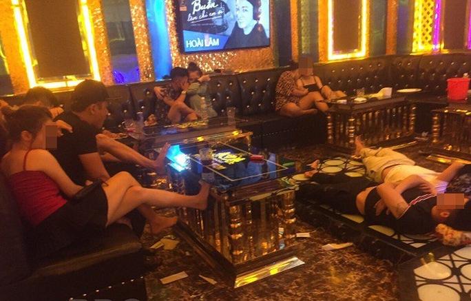 """Phạt quán karaoke có """"tay vịn"""", để khách sử dụng ma túy giữa mùa dịch - Ảnh 1."""
