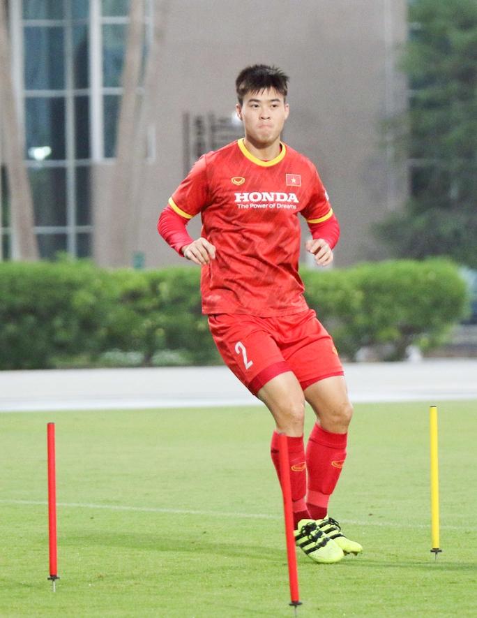 CLIP: Văn Hậu bầm tím mắt sau khi trở lại tập luyện cùng đội tuyển Việt Nam - Ảnh 9.