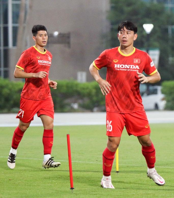 CLIP: Văn Hậu bầm tím mắt sau khi trở lại tập luyện cùng đội tuyển Việt Nam - Ảnh 5.