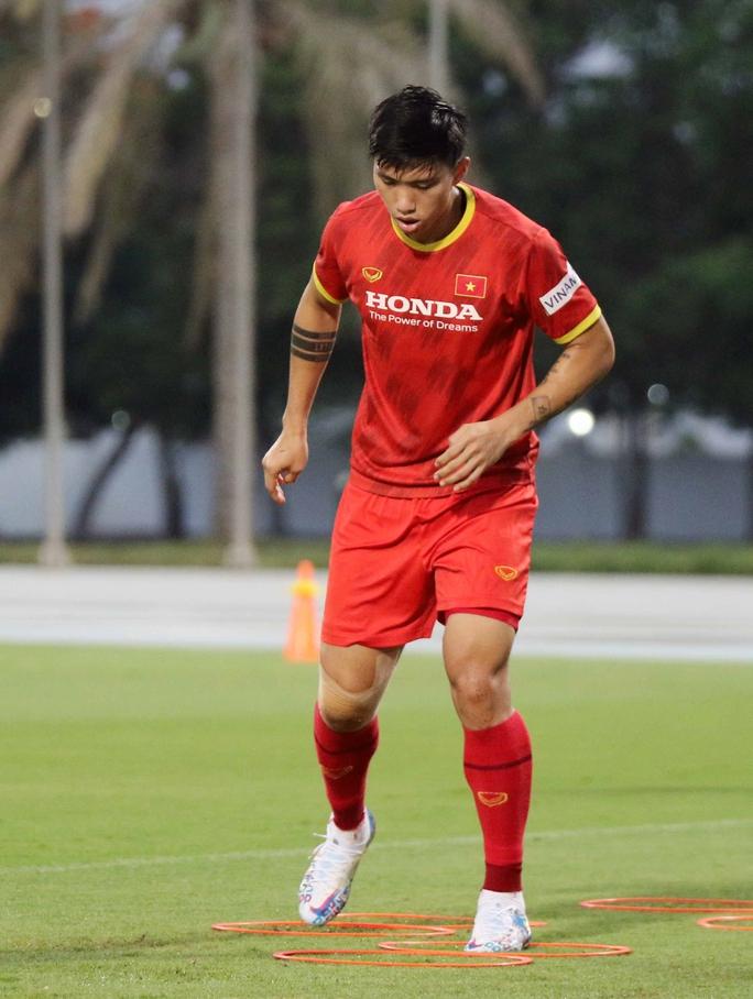 CLIP: Văn Hậu bầm tím mắt sau khi trở lại tập luyện cùng đội tuyển Việt Nam - Ảnh 10.
