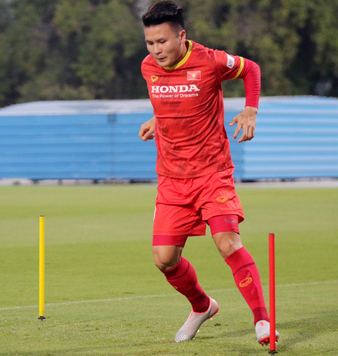 CLIP: Văn Hậu bầm tím mắt sau khi trở lại tập luyện cùng đội tuyển Việt Nam - Ảnh 6.