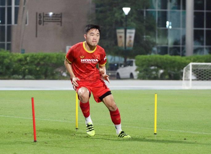 CLIP: Văn Hậu bầm tím mắt sau khi trở lại tập luyện cùng đội tuyển Việt Nam - Ảnh 7.