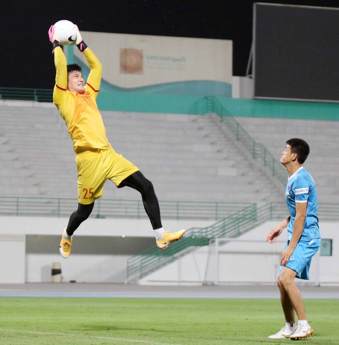CLIP: Văn Hậu bầm tím mắt sau khi trở lại tập luyện cùng đội tuyển Việt Nam - Ảnh 11.