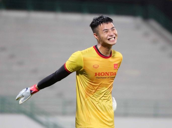 CLIP: Văn Hậu bầm tím mắt sau khi trở lại tập luyện cùng đội tuyển Việt Nam - Ảnh 12.