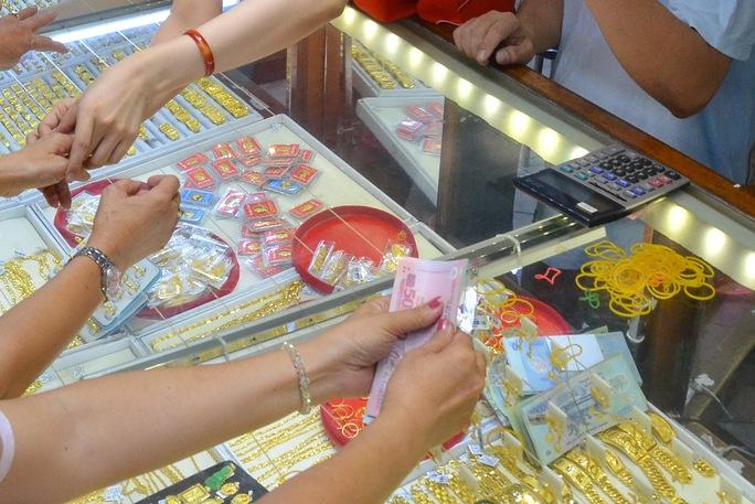 Giá vàng hôm nay 30-6: Vàng PNJ giảm tới 750.000 đồng/lượng - Ảnh 1.