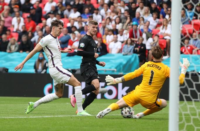 Sterling và Kane bùng nổ, tuyển Anh tiễn chân người Đức về nước - Ảnh 2.
