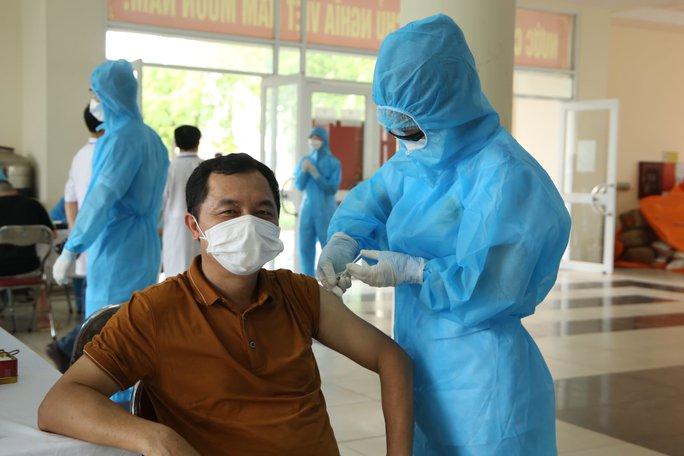 Thêm 145 ca dương tính SARS-CoV-2, chuyển gần 3.000 người khỏi ổ dịch phức tạp - Ảnh 2.