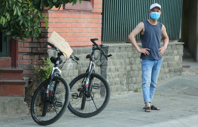 CLIP: Dịch vụ cho thuê xe đạp ở hồ Tây kiếm tiền triệu mỗi ngày - Ảnh 7.