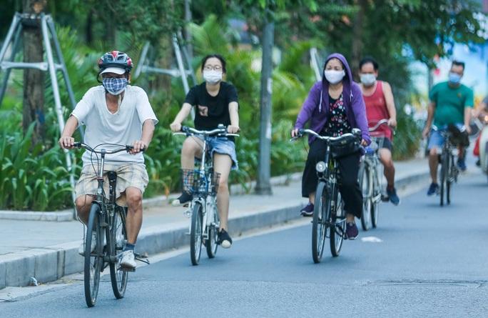 CLIP: Dịch vụ cho thuê xe đạp ở hồ Tây kiếm tiền triệu mỗi ngày - Ảnh 12.