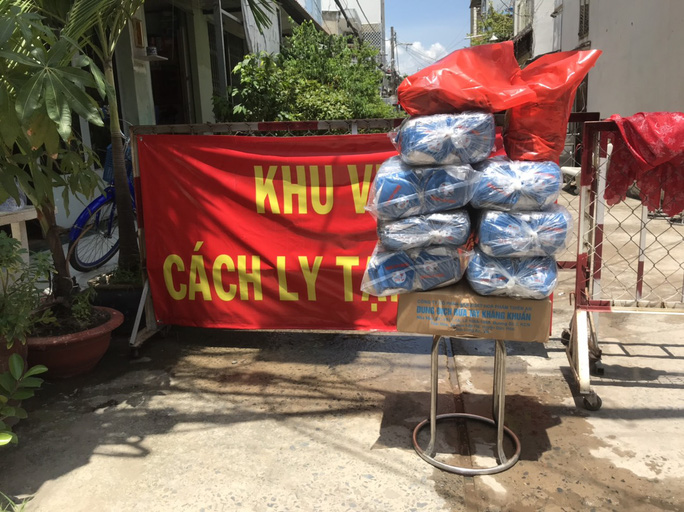 Báo Người Lao Động tiếp sức lực lượng chống dịch Covid-19 quận Bình Tân - Ảnh 3.