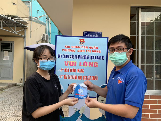 Báo Người Lao Động tiếp sức lực lượng chống dịch Covid-19 quận Bình Tân - Ảnh 7.