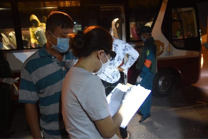 TP HCM chính thức phản hồi việc cách ly người về từ TP của Đồng Nai - Ảnh 1.