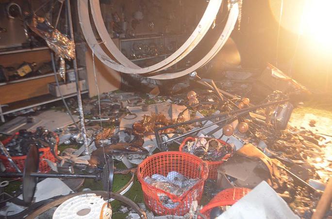 Quảng Ngãi: Cháy lớn khiến 4 người trong gia đình tử vong - Ảnh 5.