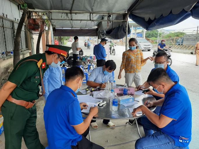 Diễn biến Covid-19 căng thẳng, Đồng Nai tạm ngưng các tuyến xe buýt đi TP HCM - Ảnh 1.