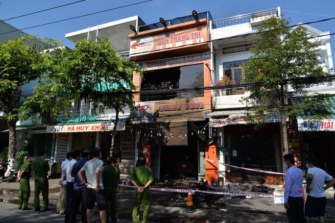 Hiện trường kinh hoàng vụ cháy nhà khiến 4 người tử vong - Ảnh 4.