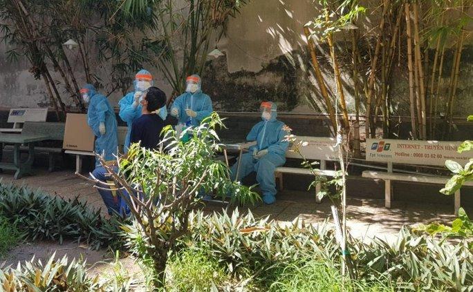 50 ca dương tính SARS-CoV-2 từ các khu cách ly được đưa vào bệnh viện - Ảnh 1.